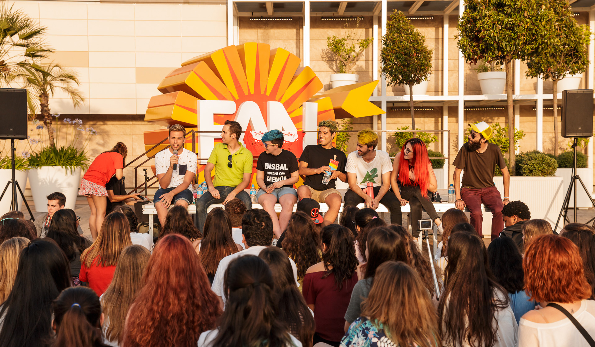 La fiesta youtuber #TMDay se apodera de FAN Mallorca Shopping